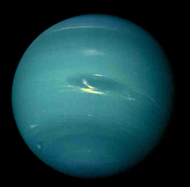 neptune seen from voyager 2