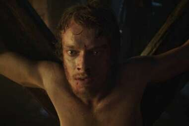 alfie allen as theon greyjoy in HBO game of thrones