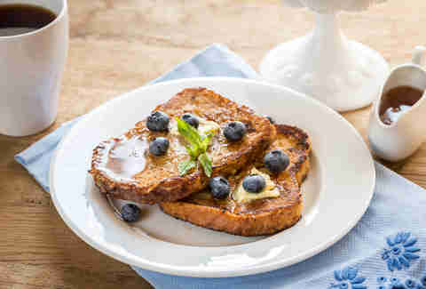 french toast, french toast with blueberries and maple syrup