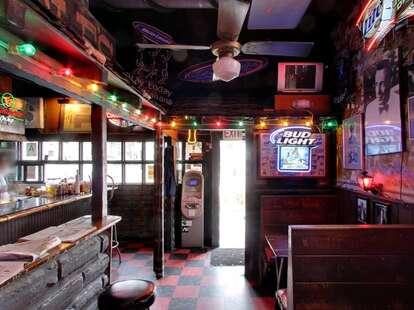 Ercoles 1101 interior lights wooden bar old tables