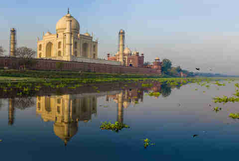 taj mahal during the day india