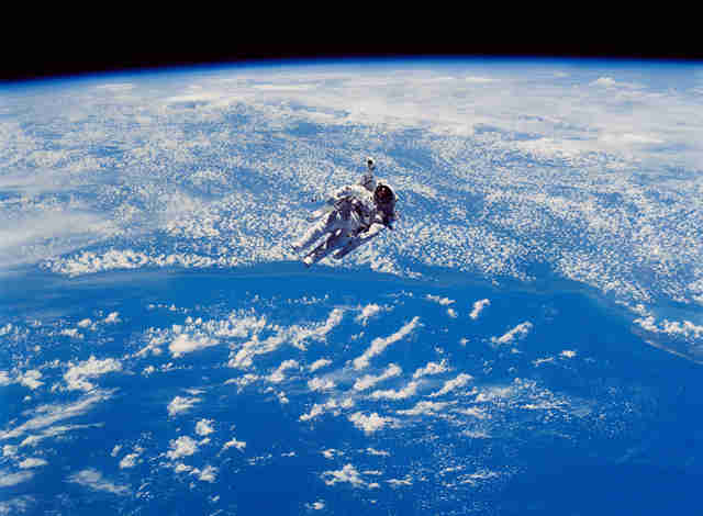 tetherless space walk outside shuttle challenger