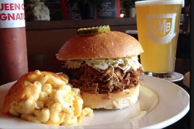 queen city q sandwich with mac and cheese and beer