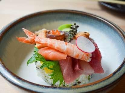 sushi bowl at Hamasaku