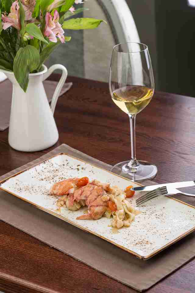 white wine and lobster dish