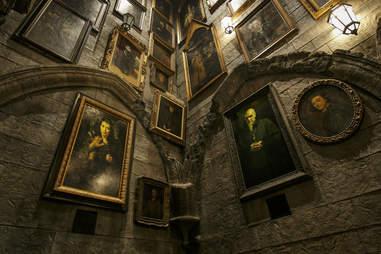Hogwarts talking portraits harry potter universal hollywood