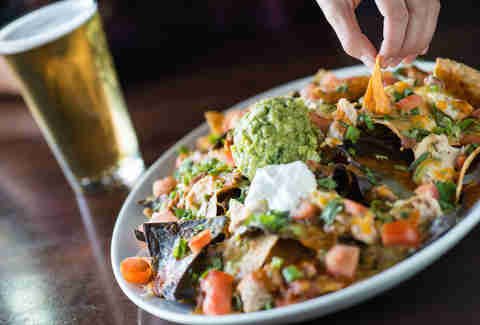 Yard House nachos and beer Best Beer Bars Las Vegas