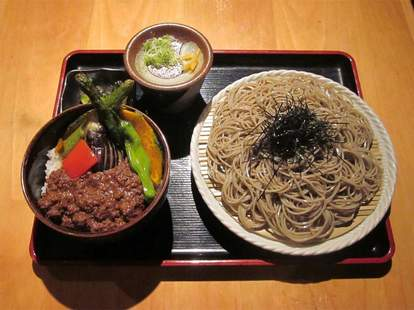 noodles and meat at Sakagura