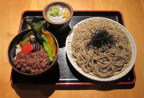 noodles and meat at Sakagura