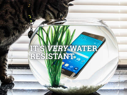 Samsung Galaxy S7 is water resistant