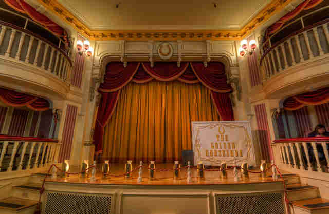 The Golden Horseshoe Stage, The Golden Horseshoe Disneyland