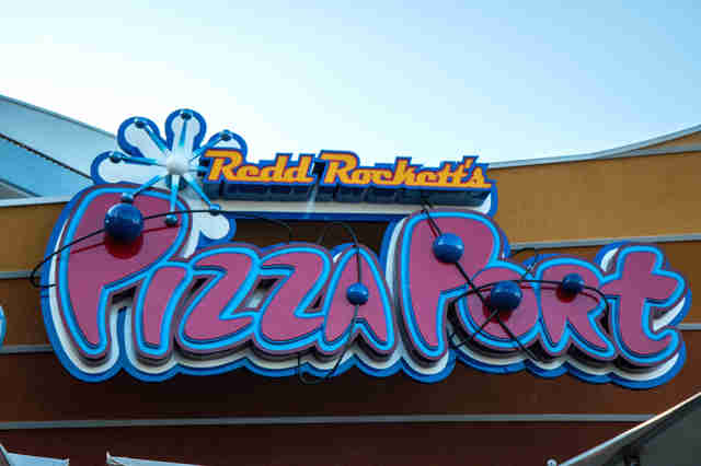 Redd Rockett's Pizza Port, Disneyland pizza