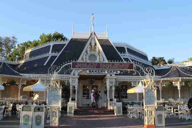 Jolly Holiday Bakery Cafe, Disneyland cafe