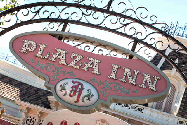 Plaza Inn. Disneyland Plaza Inn