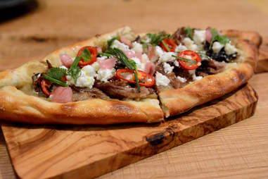 Kapnos Kouzina, greek pizza