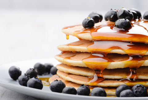 pancakes, maple syrup, blueberries, blueberry pancakes