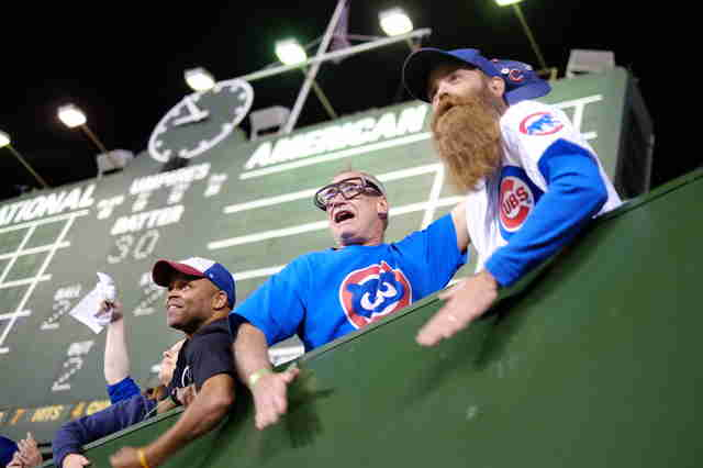 fans cheering, chicago cubs fans cheerings