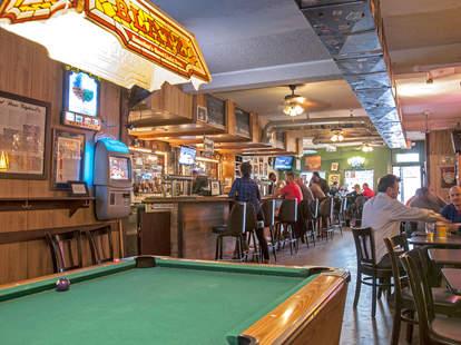 Ton'y Dart Away, burbank bar