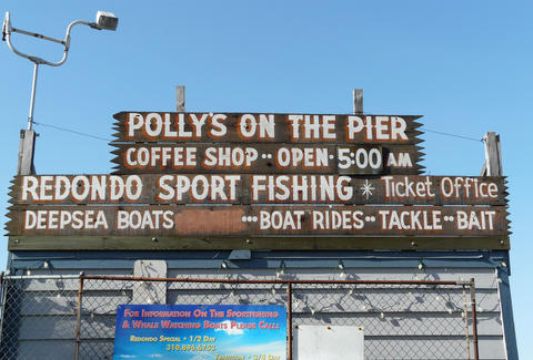 Polly's on the Pier sign