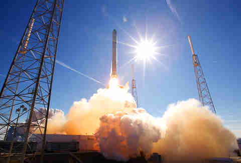 SpaceX Dragon rocket launch