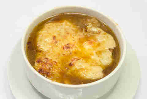 French onion soup from Les Philosoph'e in Paris