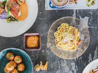 FÊTE HAWAII assorted plates pasta meatballs fish thrillist honolulu