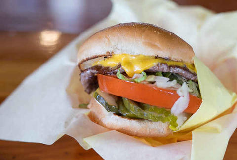 cheeseburger hodad's california thrillist