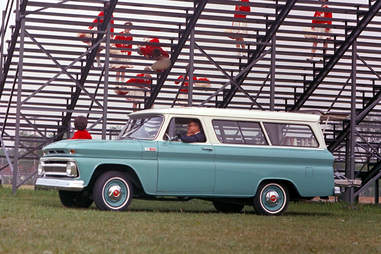 The Suburban's lines are shockingly similar to today.