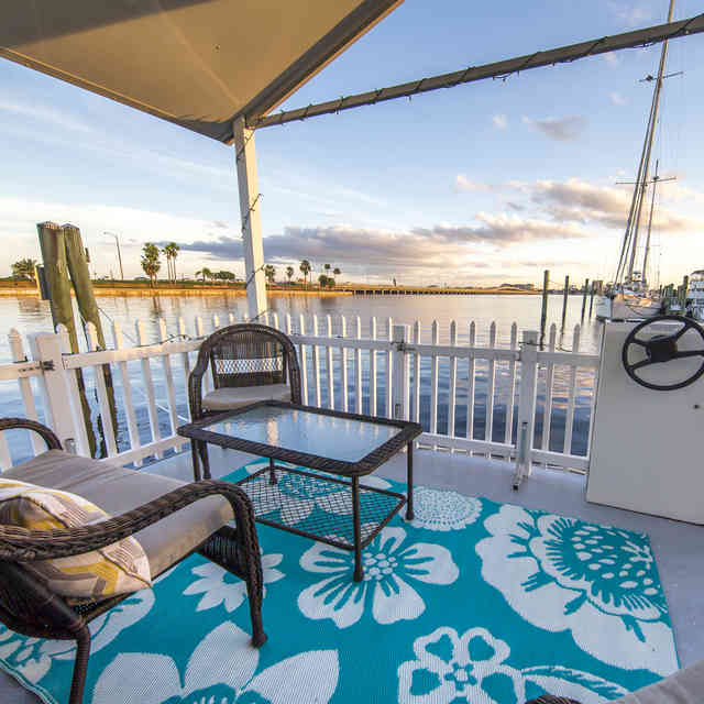 9 Airbnb Houseboats to Make Your Summer Dreams Come True