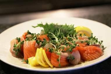 Roy's Hawaii, salmon salad
