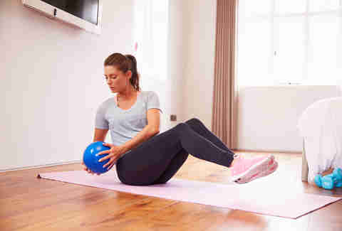 oblique twist, woman doing oblique twist