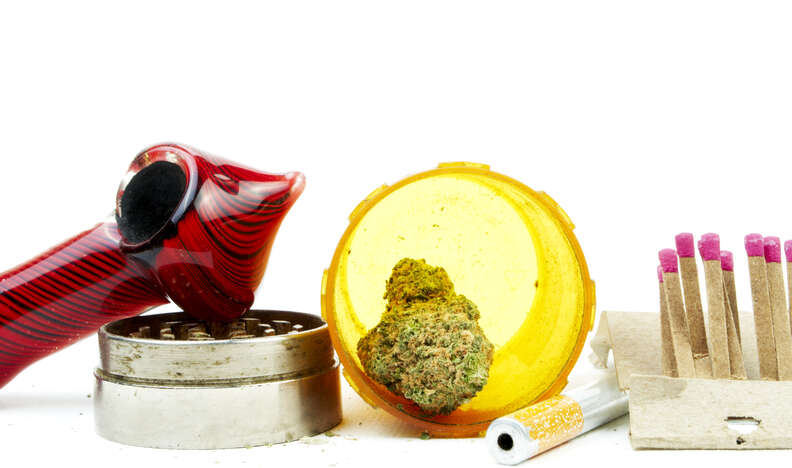 marijuana pipe cleaning