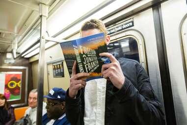 guy reading jonathan franzen on subway