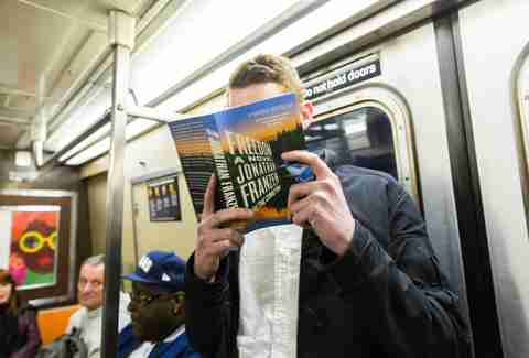 guy reading jonathan franzen on subway