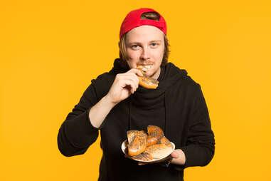 man eating bagels