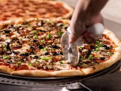 NY Pie - Nashville cutting a pie nashville thrillist