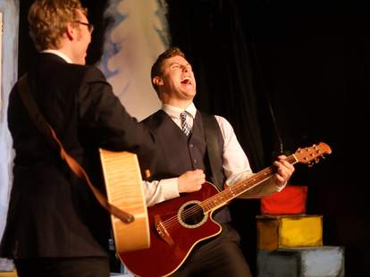 guitar performance at stage 773 in chicago thrillist