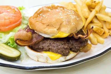 Burger at Joe Jr.