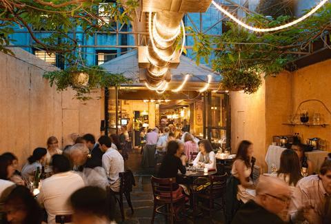 Best outdoor restaurants bars and rooftops in nyc thrillist for Best restaurants in garden city
