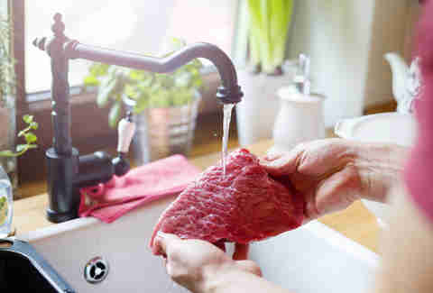 rinsing raw meat