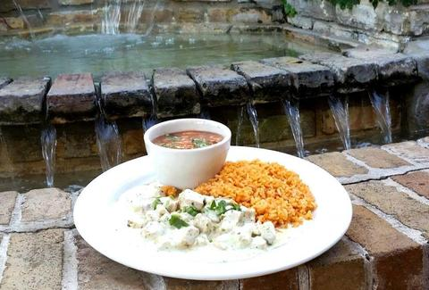 Tlalpeño soup, Pollo Cilantro, Spanish rice and Borracho beans
