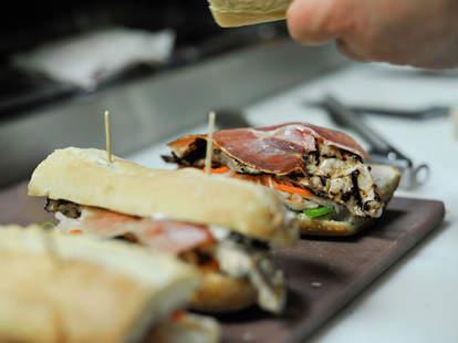 Juno S Kitchen Delicatessen A Sacramento Ca Restaurant Thrillist