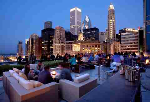 Best Rooftop Bars In Chicago For Drinking Outside This