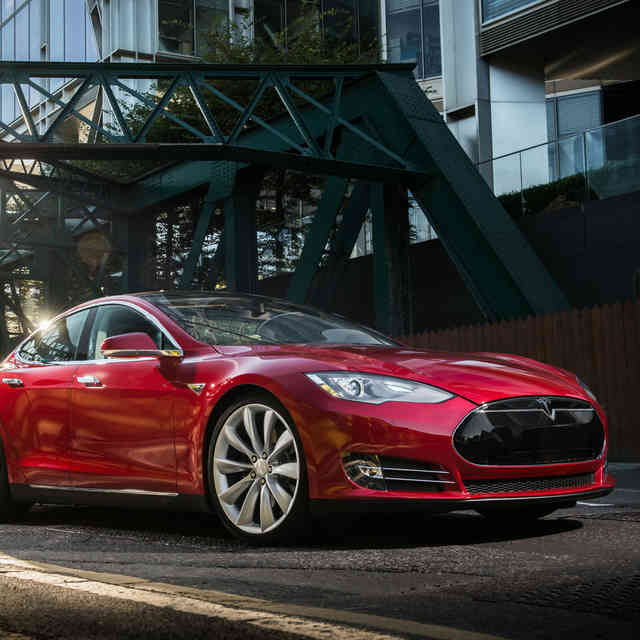 Why Tesla\'s $2B Stock Offering Won\'t Solve Its Problems