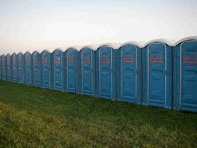 indy 500 bathrooms