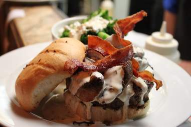 Jonathan's the Rub burger