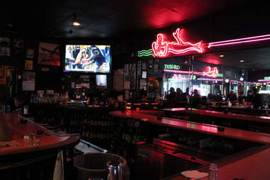 dive bar in south beach