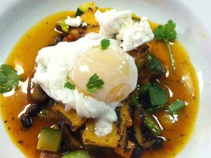Grilled polenta with an egg