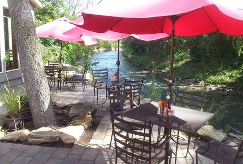 The Tinkers Creek Tavern patio
