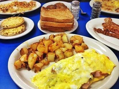eggs, home fries, toast, bacon